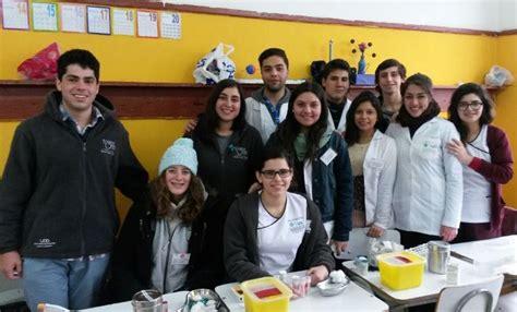 carrera medicina santiago universidad mayor estudiantes y profesores de la facultad realizan operativo