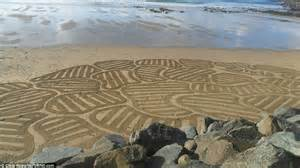 sand pattern artist sand artist chris haworth creates designs on cornwall s