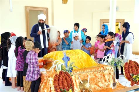 a bowing in respect to shri guru granth sahib why do we do chaur on the guru granth sahib why do we put