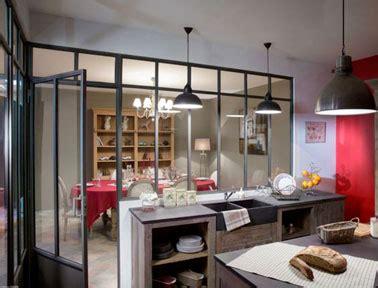 cuisine style atelier une verri 232 re d int 233 rieure pour agrandir une cuisine style
