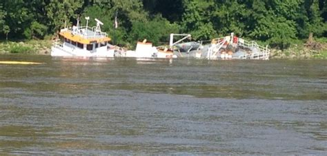 mississippi river boat jobs towboat goes down in mississippi river near cairo workboat