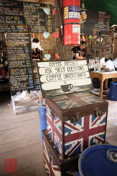 Meja Warkop warkop modjok kuliner dan wisata di bandung herry tjiang