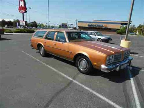 oldsmobile custom cruiser 1978, station wagon with a