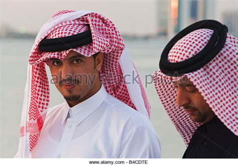 men long hair doha qatar thobe stock photos thobe stock images alamy