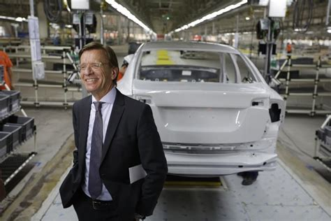 volvo execs explain swedish carmakers relationship  geely  chinese owner volvo