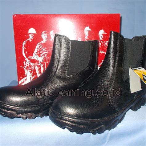 Sepatu Safety Merk Delta safety tool equipment peralatan keamanan