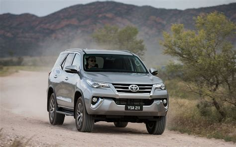 Toyota Fortuner Road Toyota Fortuner Crusade 2017 Suv Drive