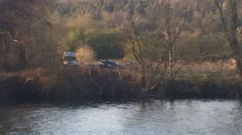 river thames update helicopter crashes near river thames meridian itv news
