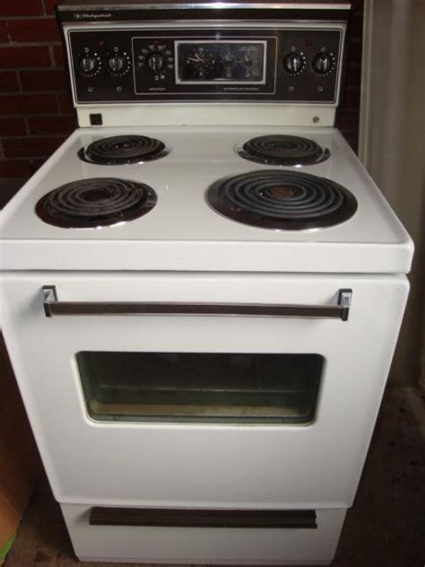 Vancouver Apartment Size Stove Hotpoint Made By Ge 24 Quot Apartment Size Stove Central
