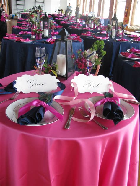 Do the reception tables in orange with royal blue napkins