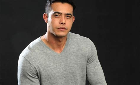film malaysia zul ariffin actor zul ariffin drops 12kg for shirtless role star2 com