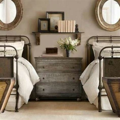 small room twin beds