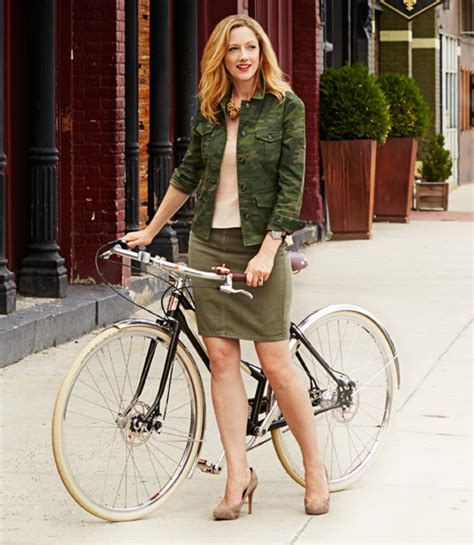 Fall Fashion Trends Judy Greer Models a Week of Outfits
