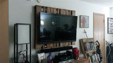 creative tv mounts weathered pallet tv wall mount by bubbawoodworks on etsy