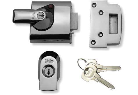 yale night latch pbs auto deadlocking door lock