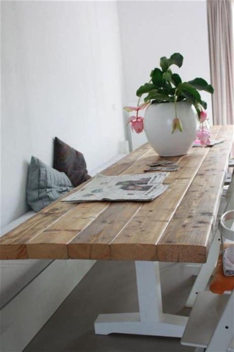 eettafel met opbergruimte interieuridee 235 n gestuukt bankje vast aan muur door