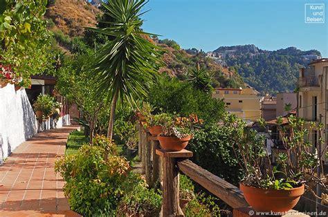 hotel villa giardini naxos b b in giardini naxos bed and breakfast villa vittoria