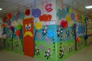 Classroom dr seuss door amp hallway decoration classroom crafts
