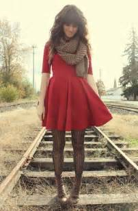 what color tights should you wear with a red dress quora