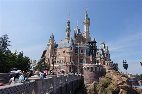 disney shanghai disneyland shanghai my one day of magic madness in the