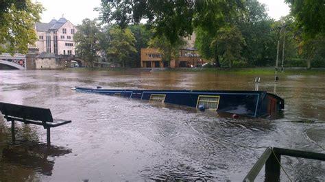 york river boat sinks barge sinks in the river ouse in york calendar itv news