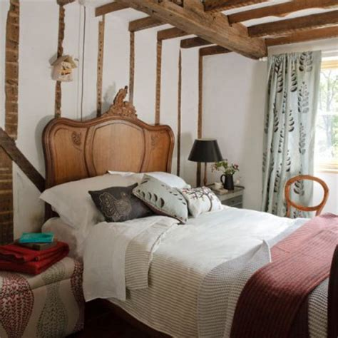 woodland bedroom ideas the rustic woodland style design of this bedroom from
