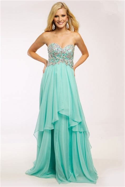 Greeny Dress give cool style for mint green dress designs
