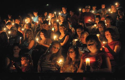 Light A Candle Venice High School by Sneads Residents Remember Three Killed In Crash