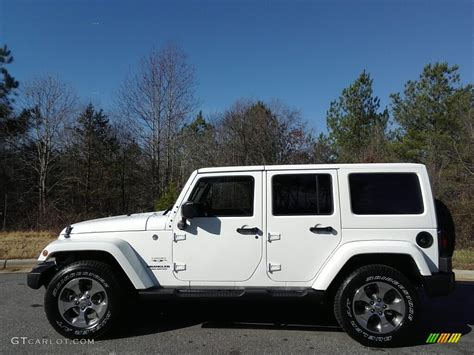 2017 Bright White Jeep Wrangler Unlimited 4x4
