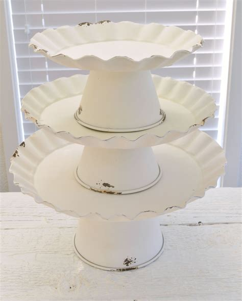 Cake Plate Decorating Ideas by Vintage Cottage Cake Stand Decorating Ideas