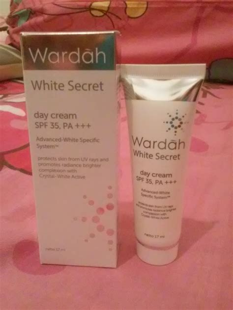 Pelembab Wardah Day review wardah white secret day spf 35 pa halal