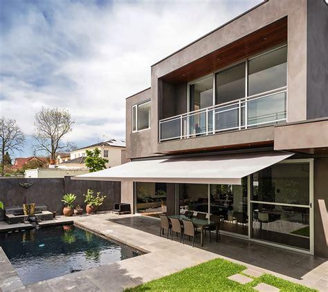 casas con porche y jardin terraza balcon piscina porche exterior jardin style