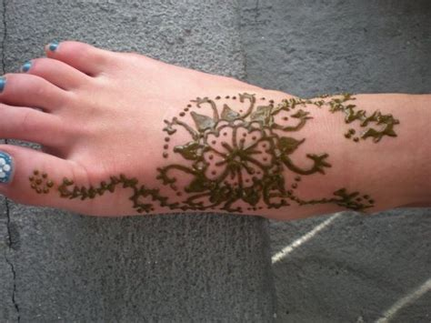 how to apply henna tattoo at home how to make henna paste and apply to skin hennas
