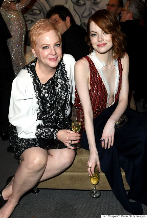 emma stone parents emma stone brings her mom as her date to the oscars huffpost