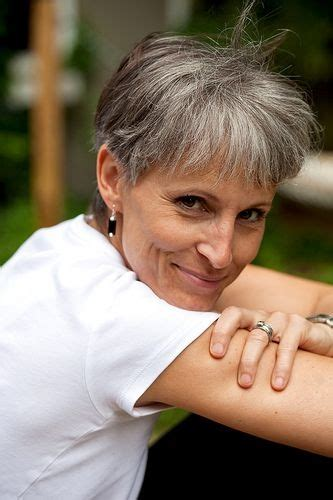 hairstyles for turning grey 101 best canas corto short gray hair images on pinterest