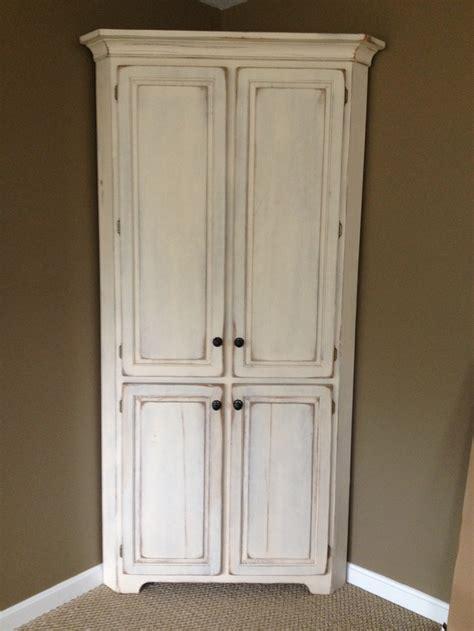 Antique White Corner Cabinet   Manicinthecity