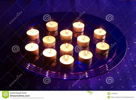 candele piccole piccole candele di natale fotografie stock libere da