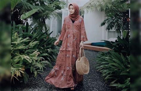 Tas Undangan Pakai Alas Motif Bunga Ornge gaya til tak biasa pakai gamis ala tiga fashionista
