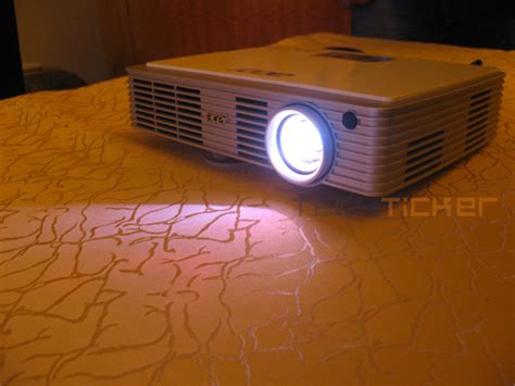 Proyektor Acer K330 acer intros c110 and k330 projectors in india tech ticker