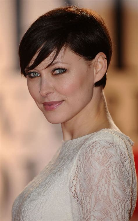 hair styles behind the ear for overweight women 14 ways to wear long bangs bangs long bangs and hair