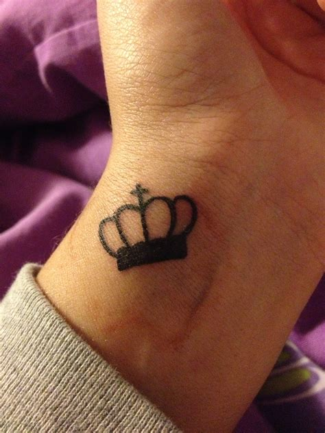 wrist crown tattoo wrist crown tatuajes
