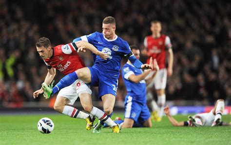 arsenal everton everton draw hasn t derailed arsenal s chions league