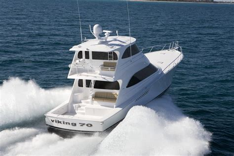 convertible motor yacht with enclosed flybridge sport - Planing Hull Fishing Boat