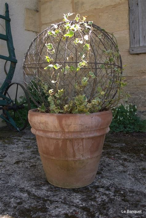 Wire Garden Planters by 25 Best Ideas About Chicken Wire Crafts On