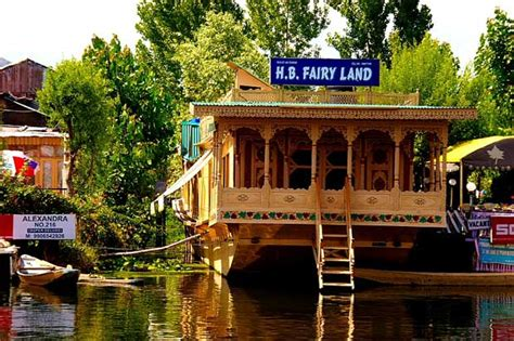 srinagar boat house houseboat of dal lake srinagar history and tourism details