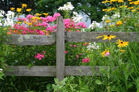 Flower Garden Fence 40 Beautiful Garden Fence Ideas