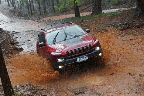 jeep grand cherokee trailhawk off road 2014 jeep cherokee trailhawk review off road caradvice