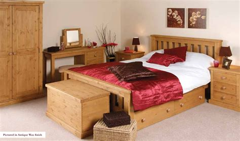 looking images of bedroom decoration using pine wood