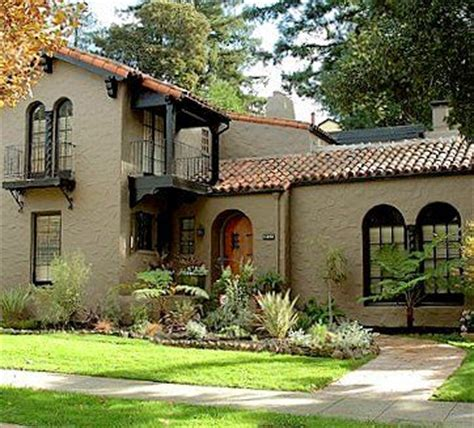 spanish style homes exterior paint colors images of painted stucco houses with corbels and trim
