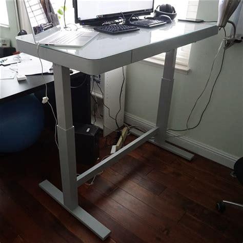 tresanti sit to stand desk tresanti 200 sit and stand desk thoughtworthy